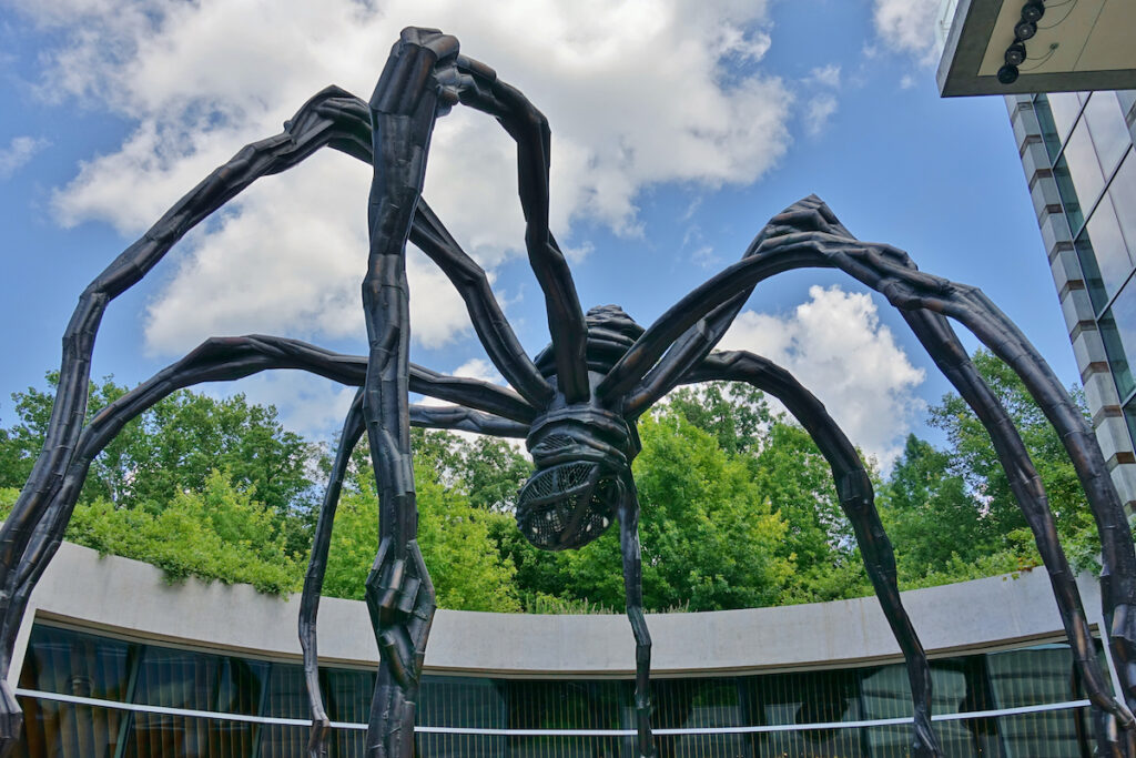 Spider statue at the Crystal Bridges Museum of American Art.