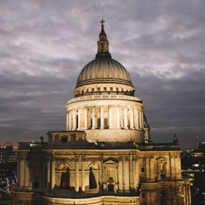 St. Paul's Cathedral in London illuminated at night.