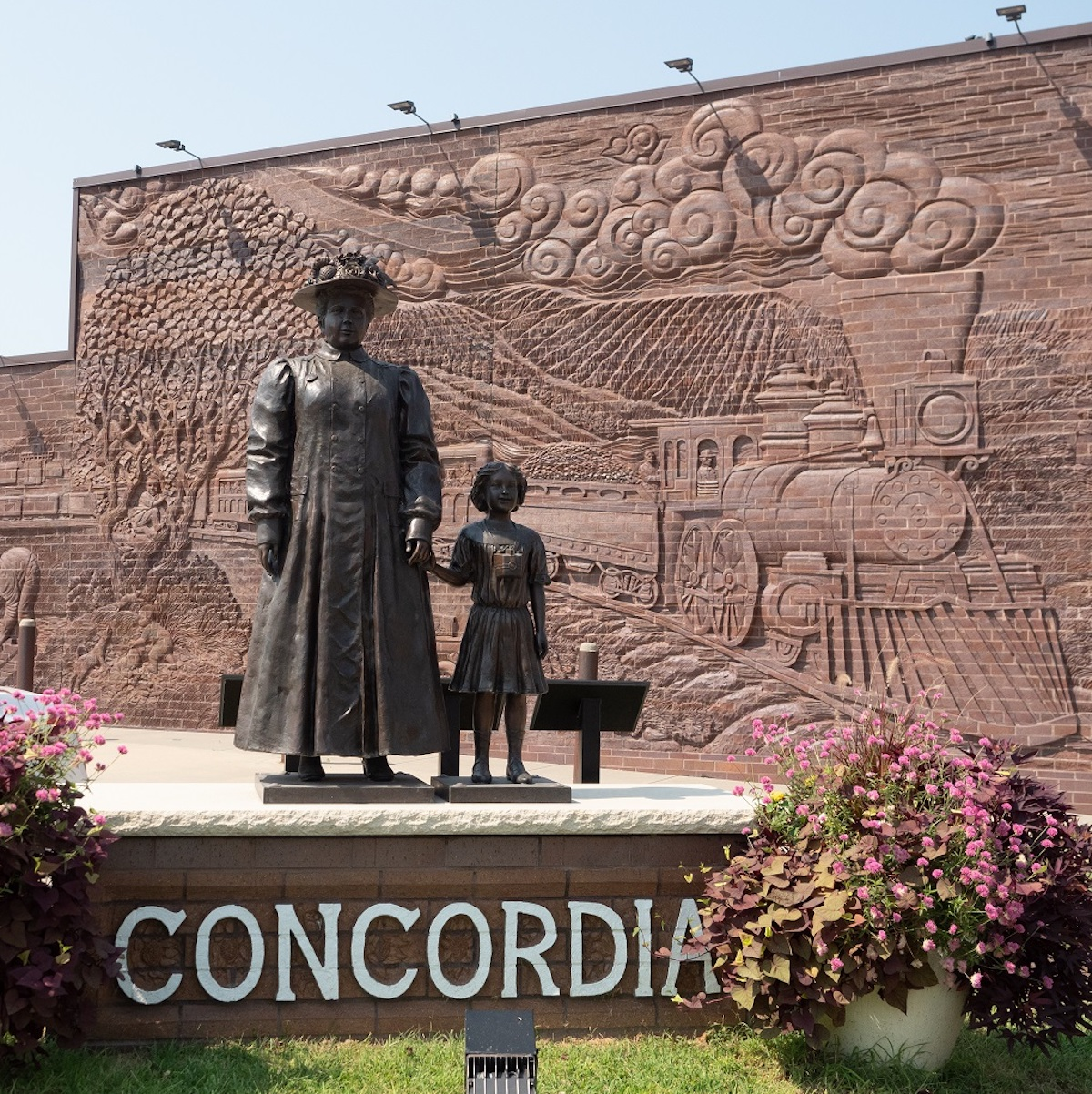 Statue Of Anna Laura Hill And Orphan Train Rider, Concordia.