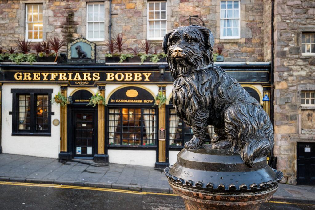 Statue of Greyfriars Bobby in Edinburgh, Scotland.