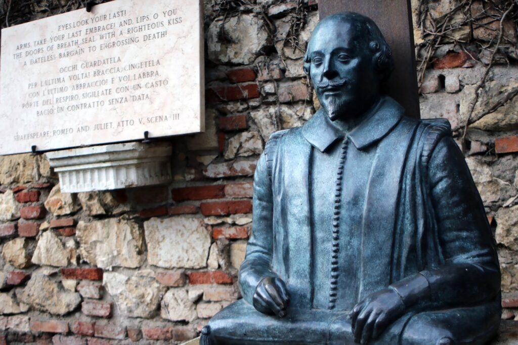 Statue of William Shakespeare in Verona.