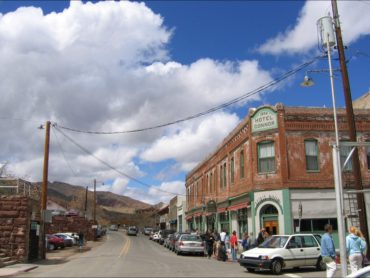 Street in downtown Jerome, AZ, with tourists and cars