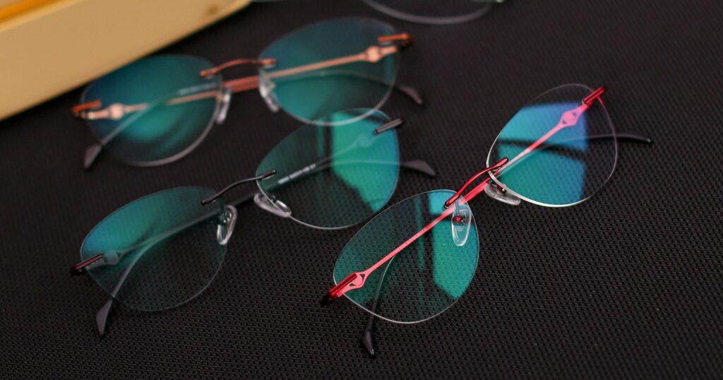 Stylish blue light blocking glasses from Yesglasses.