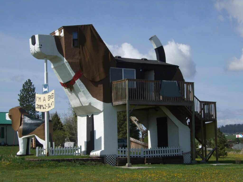 Sweet Willy Dog Bark Park Idaho, dog shaped b&b