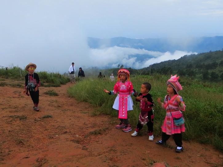 Thai children in costume.