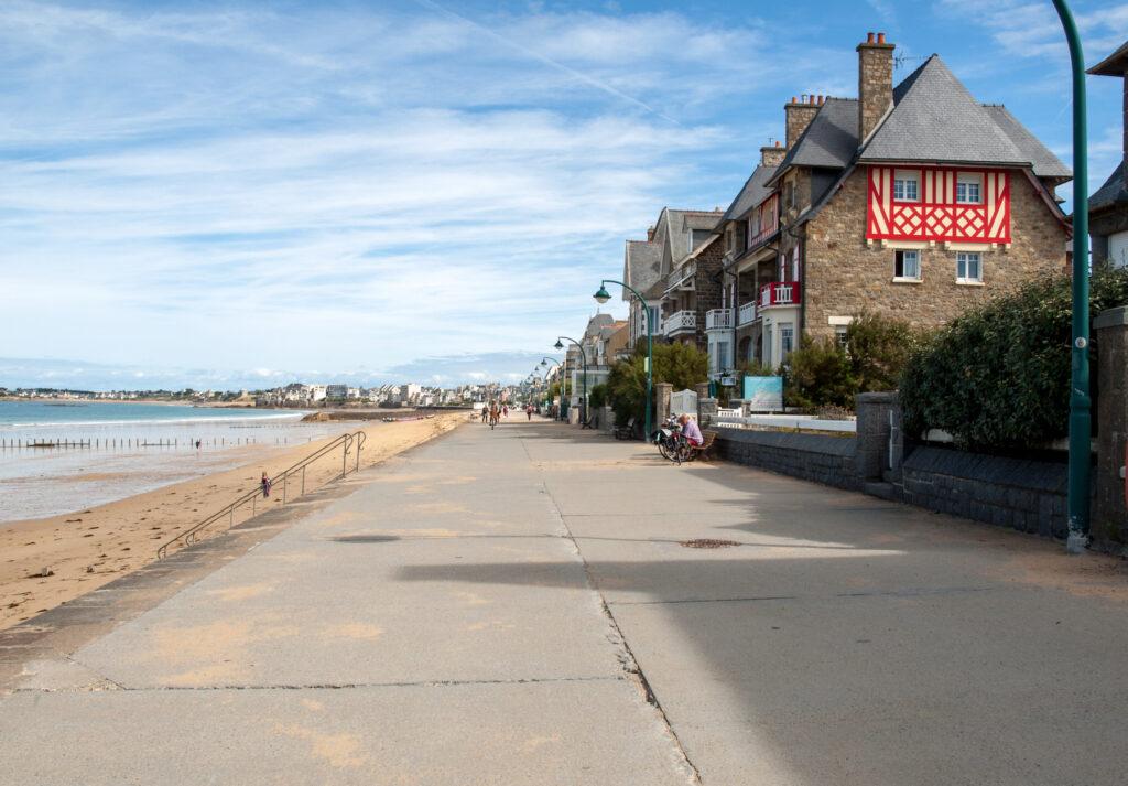 The beach promenade in Saint-Malo.