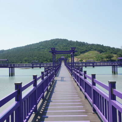 The bridge leading to Banwol Island.