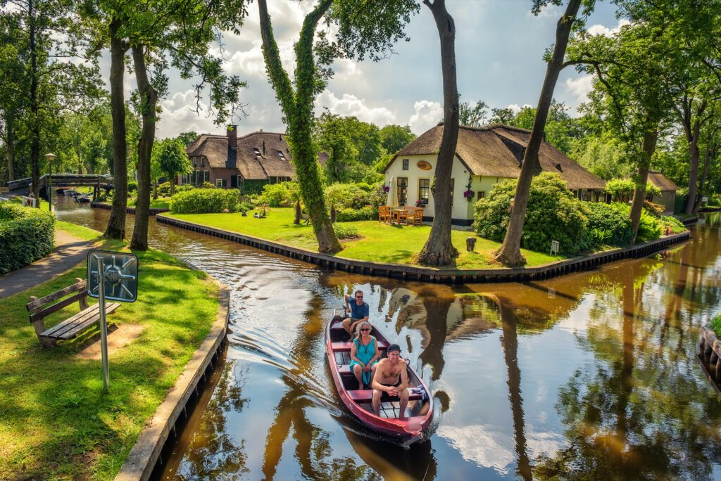 The canals of Giethoorn.