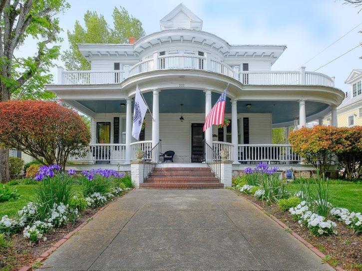The Captain's Quarters Inn in Edenton, North Carolina.