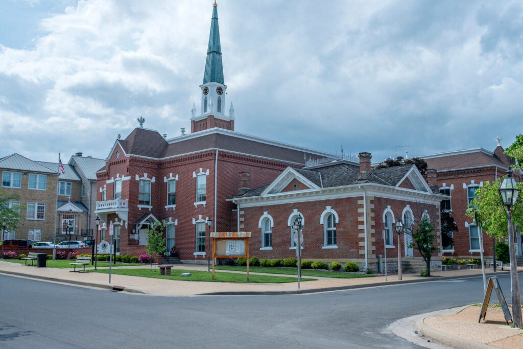 The county courthouse in Saint Genevieve.