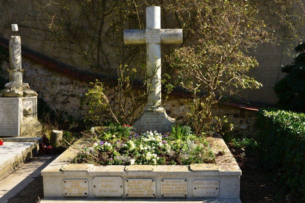 The grave of Monet and his family.