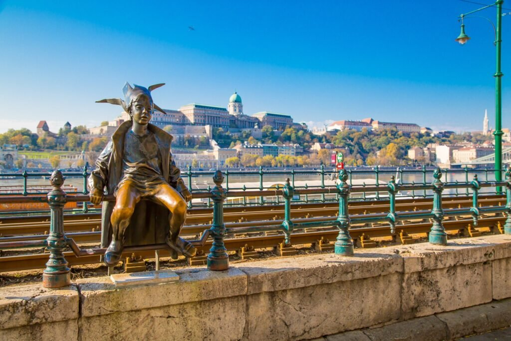 The Little Princess statue on the Danube.