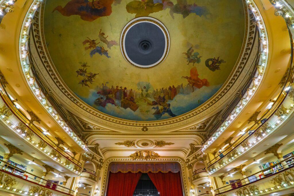 The original ceiling of El Ateneo Grand Splendid.