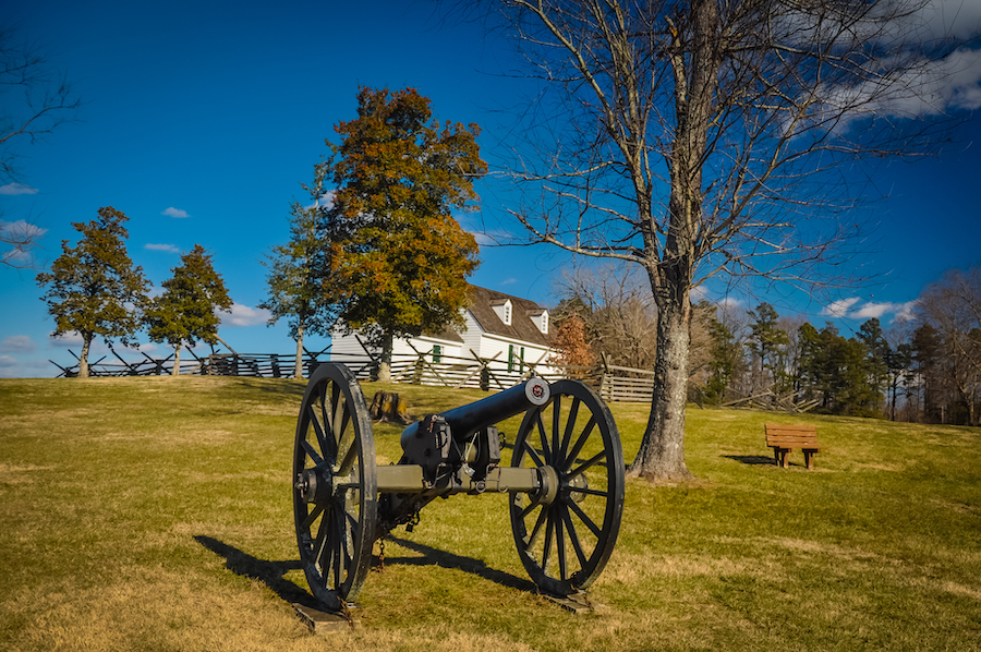 The Overton-Hillsman House and a Civil War cannon.