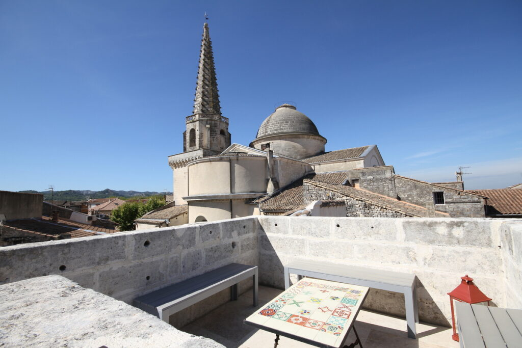 The private rooftop terrace with views of Saint Remy.