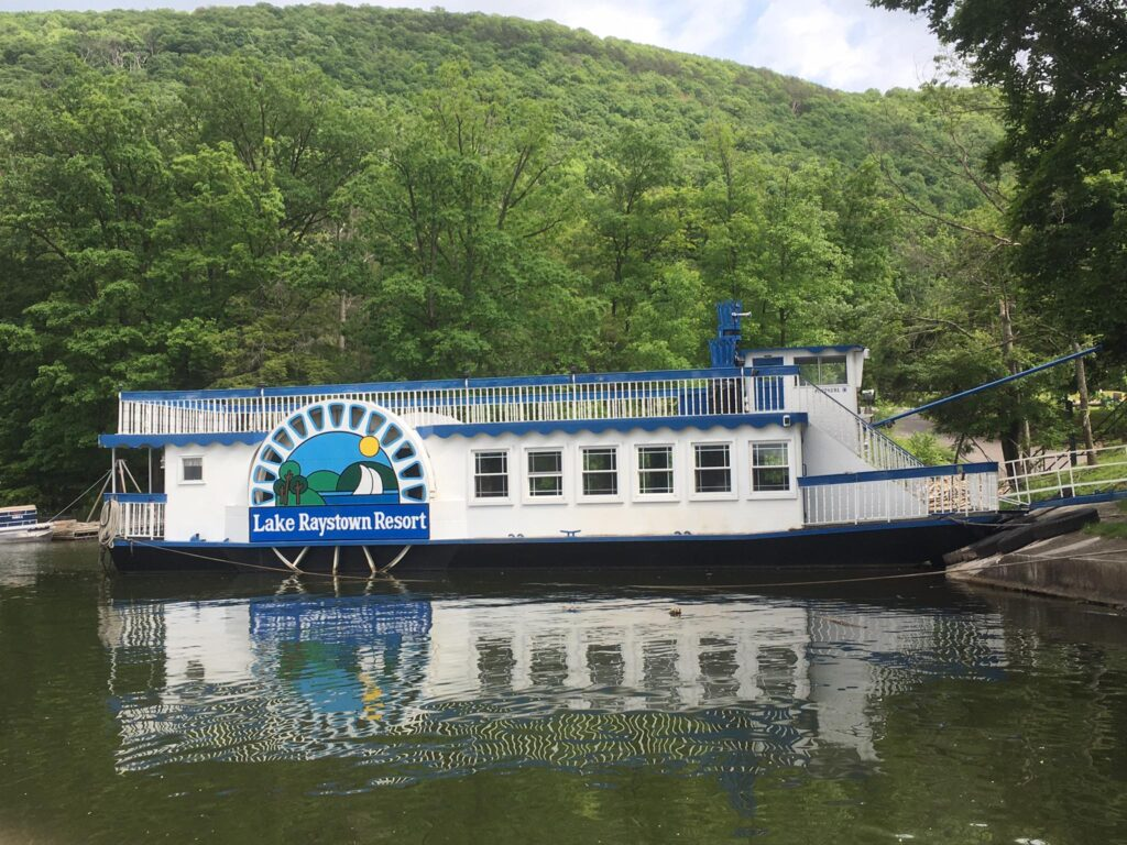 The Proud Mary showboat at Lake Raystown Resort.