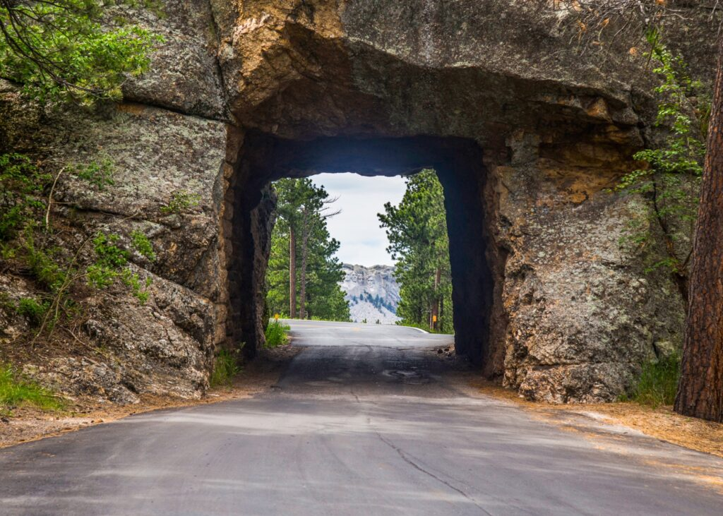 The road leading to Mount Rushmore.