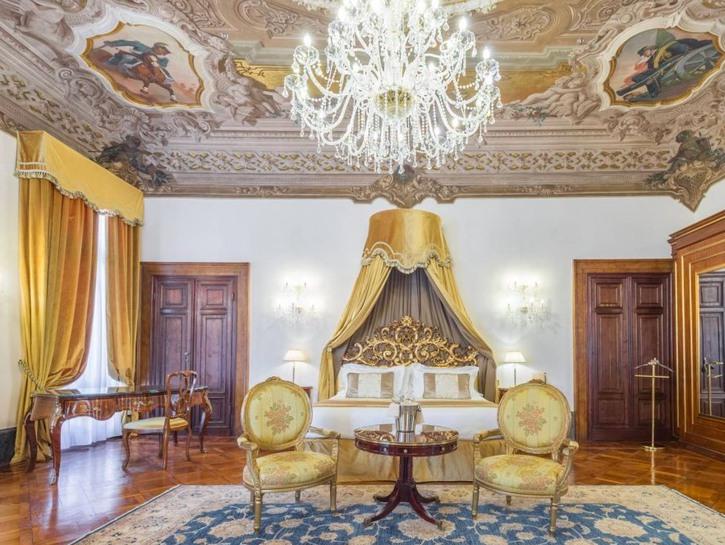 The Royal Suite at Hotel Ai Cavalieri Di Venezia, chandelier, painted ceiling