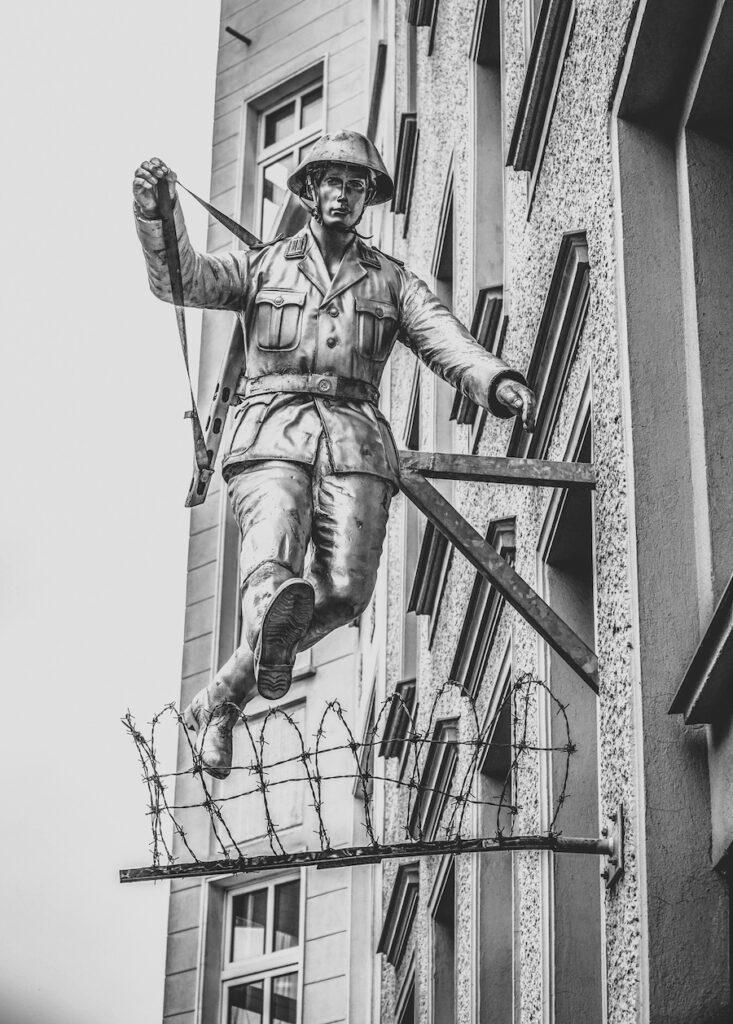 The sculpture of Hans Konrad Schumann.