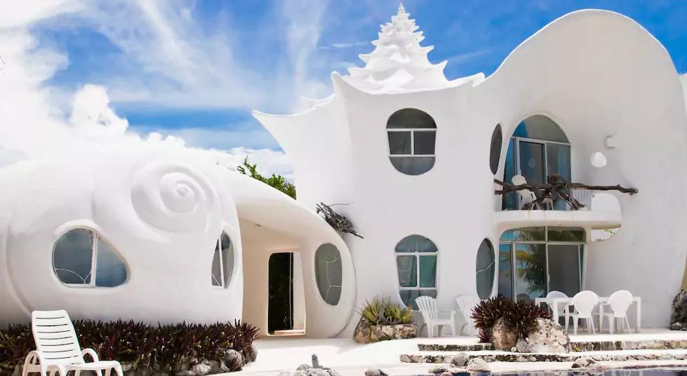 The seashell house backyard, patio with pool
