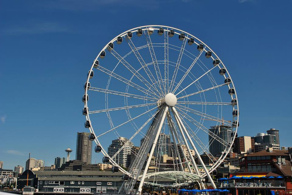 The Seattle Great Wheel along the waterfront.