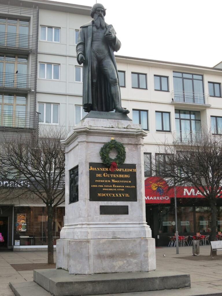 The statue of Joanne Gutenberg in Mainz.