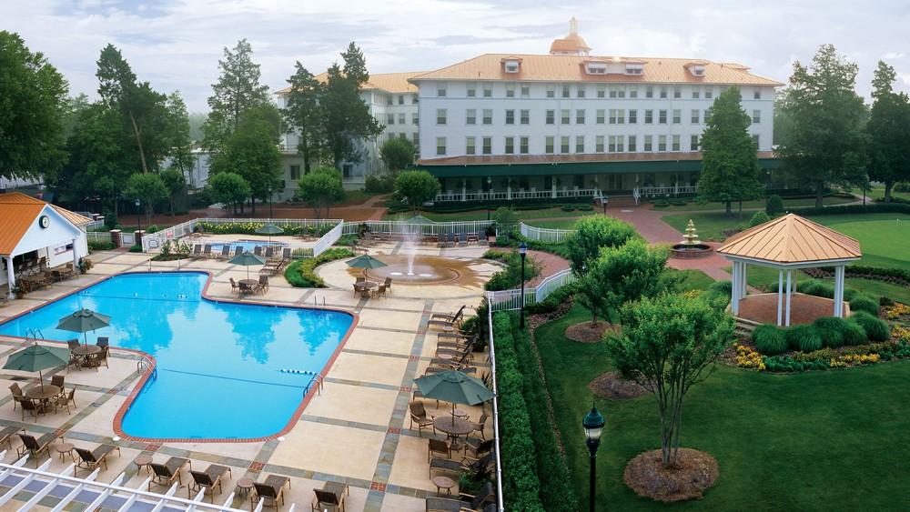 The swimming pool at Pinehurst Resort.