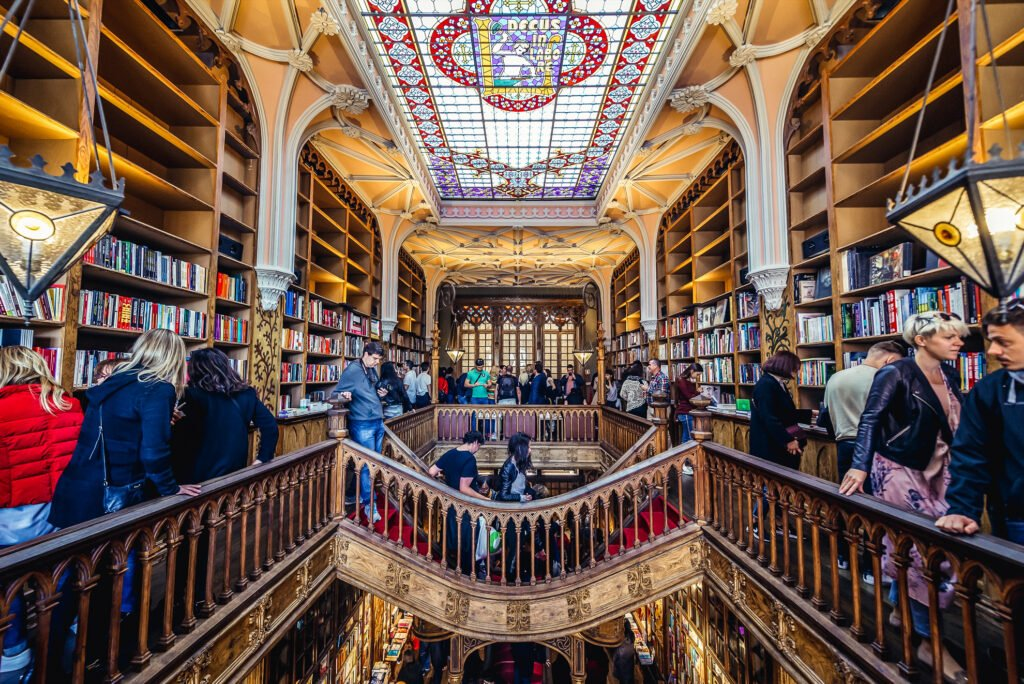 The upstairs of the Livraria Lello.