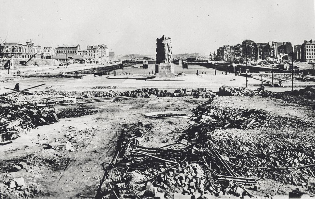 The War Memorial in Le Havre in 1945.
