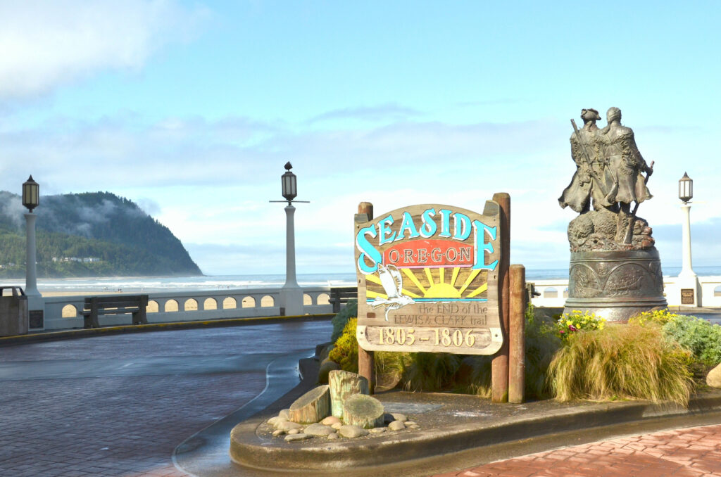 The welcome sign and Lewis and Clark statues in Seaside.