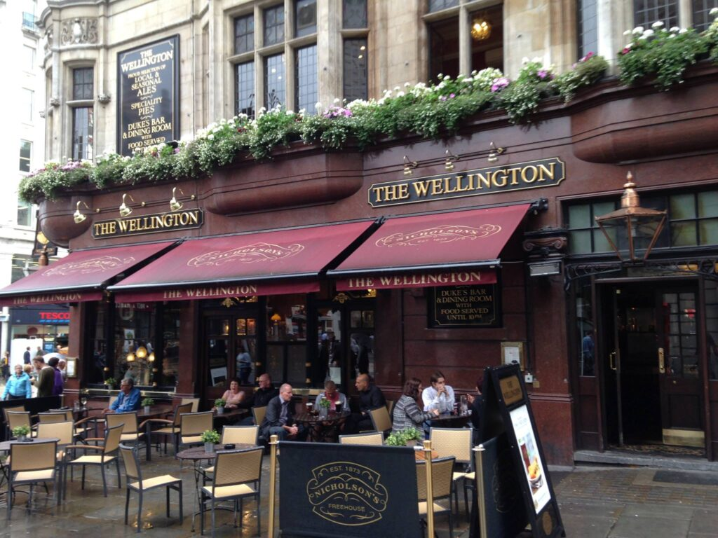 tipping tips for traveling in Europe at restaurants