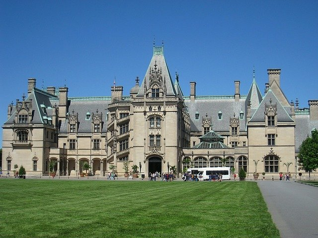 tourists coming and going from the biltmore in asheville north carolina