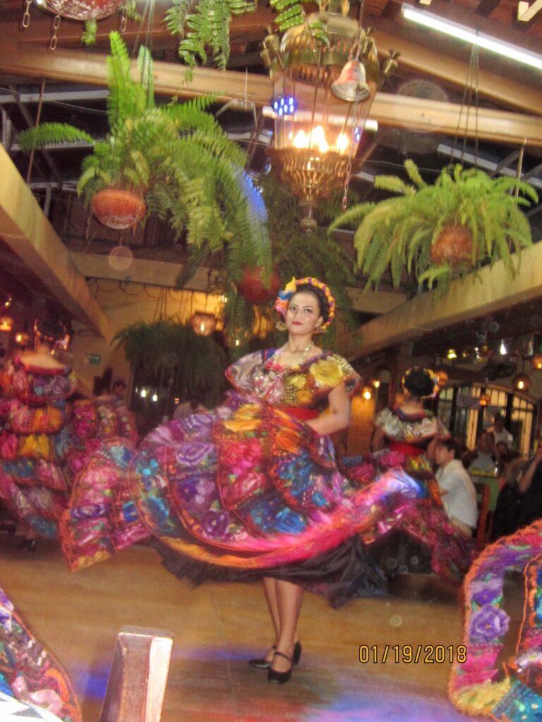 Traditional dancing at Las Pichanchas Restaurant in Tuxtla.