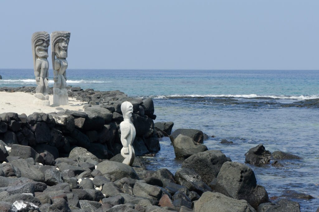 Traditional Hawaiian statues on the beach at Pu'uhonua O Honaunau.