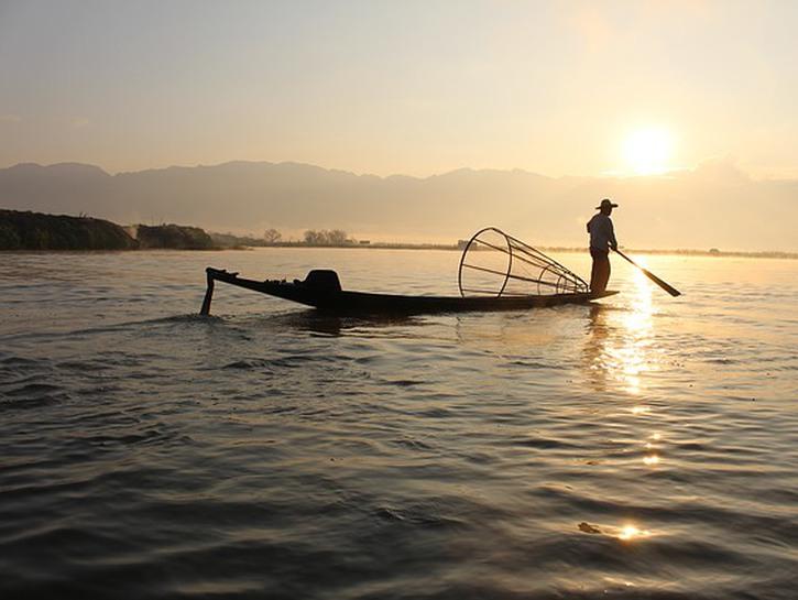 Traditional Myanmar fisherman on boat, Lake Inle, Myanmar