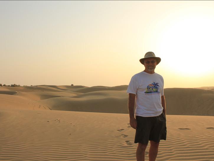 Travel blogger Robert Tellier in the desert.