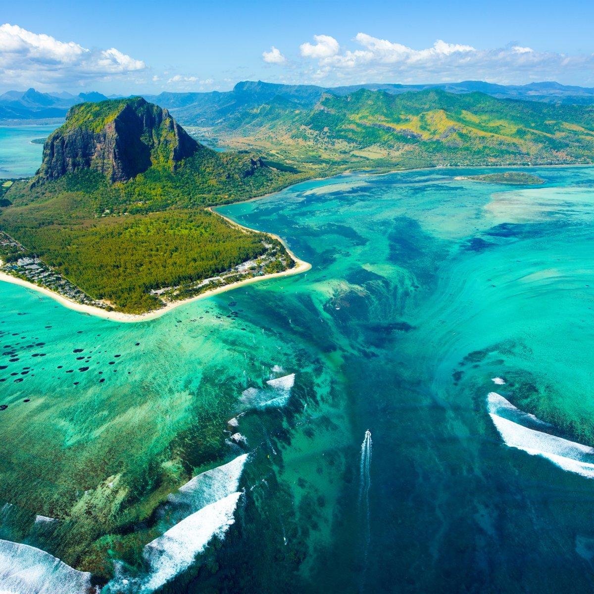 Underwater waterfall illusion, Republic of Mauritius.