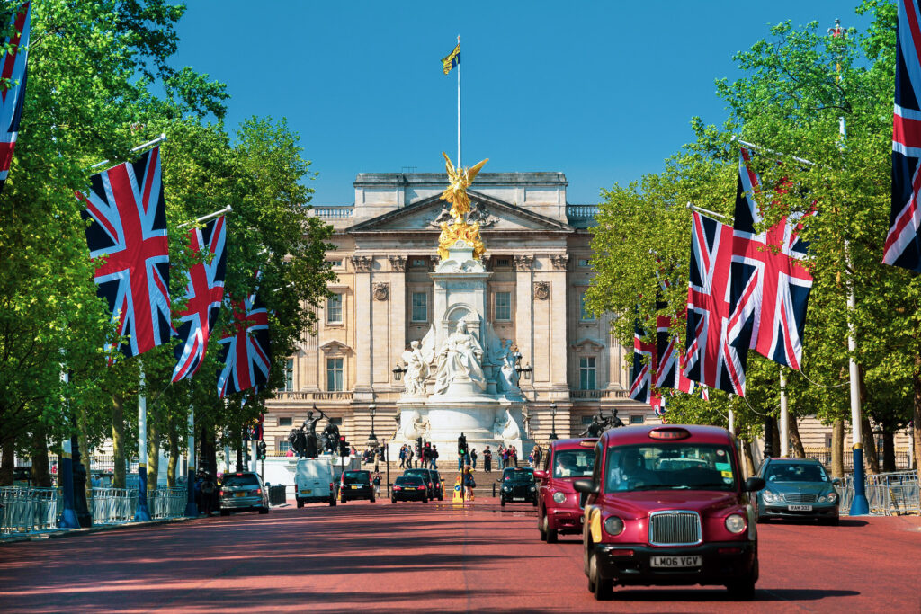 View along The Mall in front of Buckingham Palace.