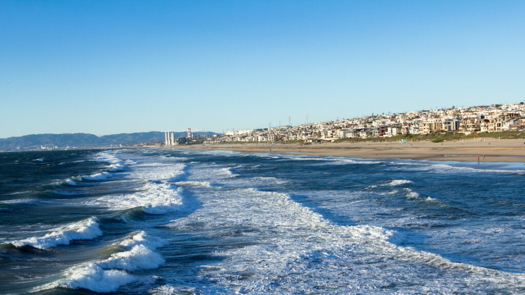 View of the waves from the Manhattan Beach Pier.