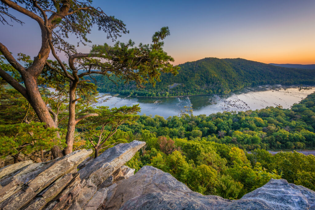 Views of the Potomac River from Weverton Cliffs.