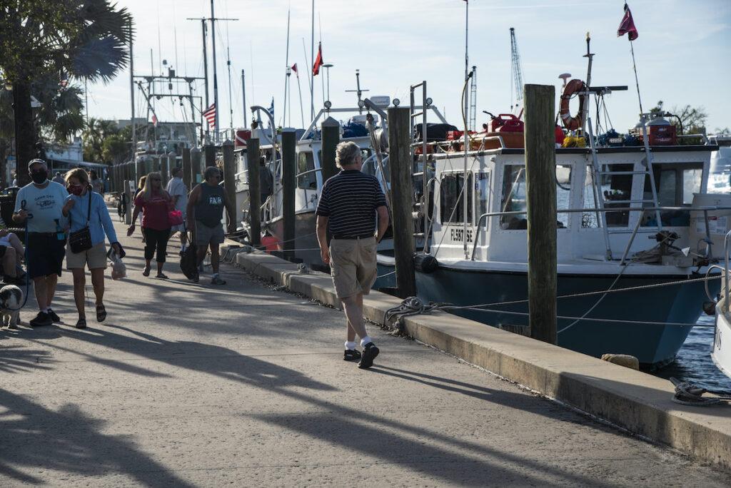 Visitors at the sponge docks.