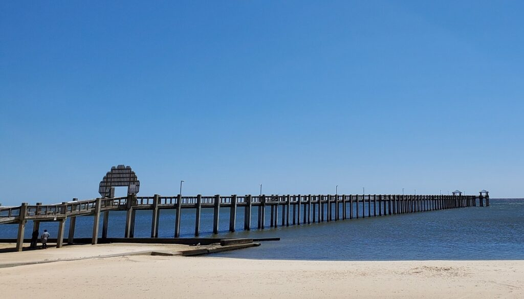 A beach and pier in Pascagoula.