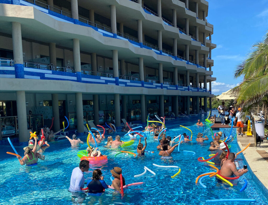 Oceanfront Pool Swim Up Suites, El Dorado.