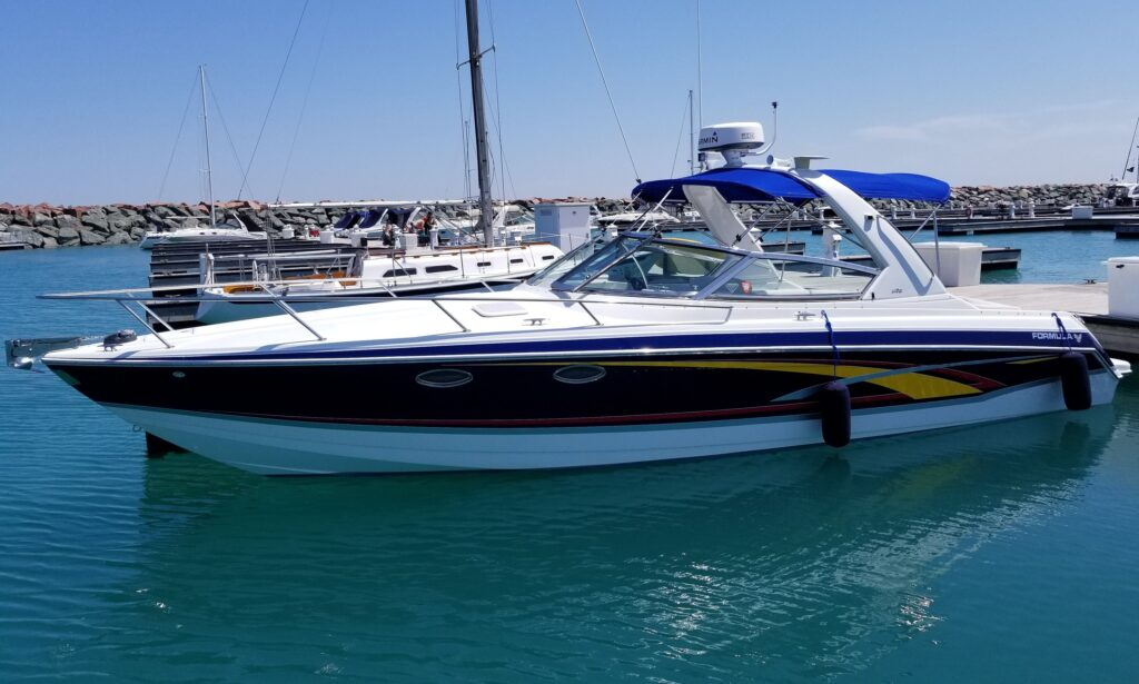 Formula 330SS speedboat for rent in Chicago