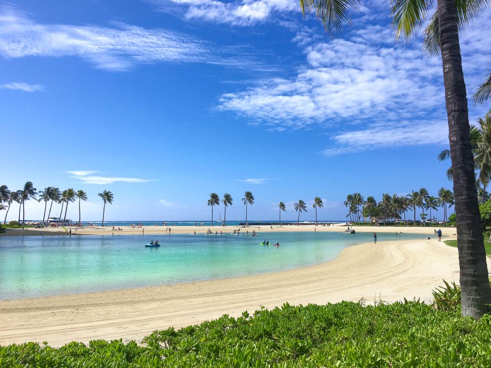 Duke Kahanamoku Beach à Oahu, Hawaï.