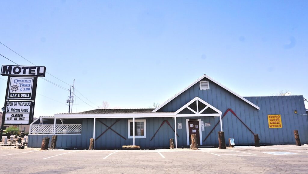 Le motel de la ville.