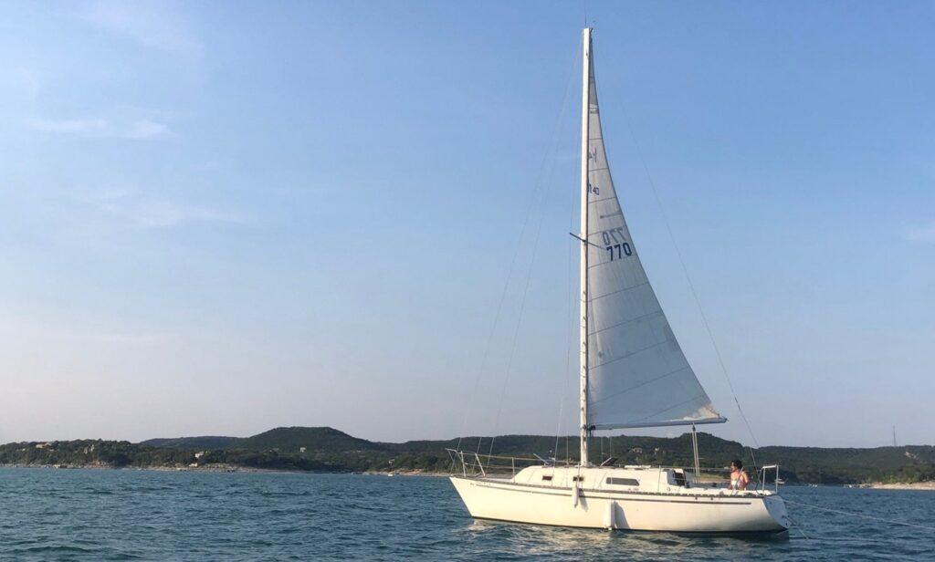 30-foot Hunter sailboat rental Lake Travis GetMyBoat.com