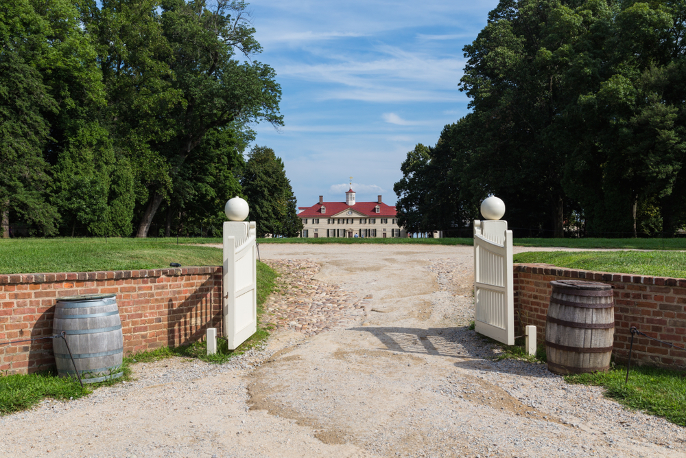 Mount Vernon see from afar with white fence, garden an barrels