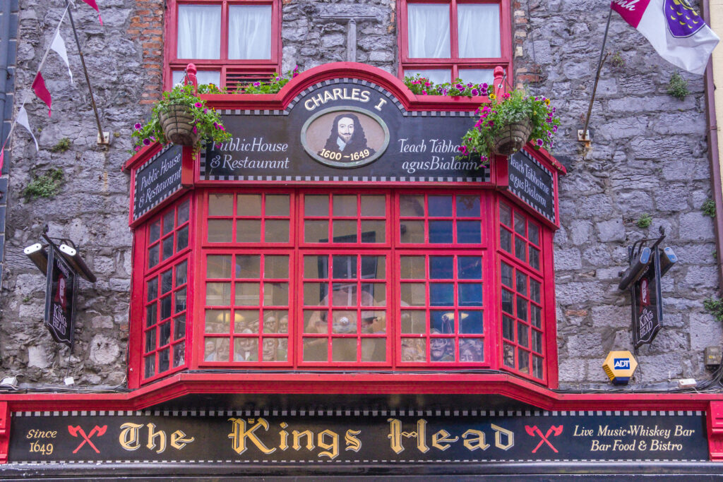 Front view of King's Head bar entrance.