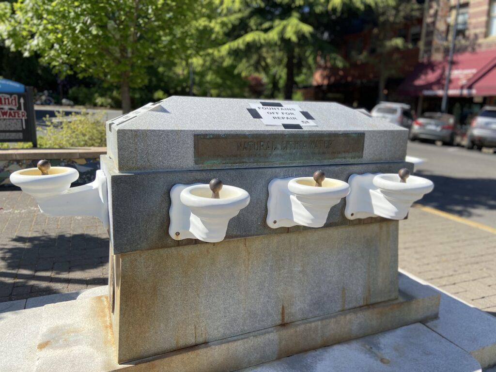 Célèbres fontaines Lithia à Ashland, Oregon.